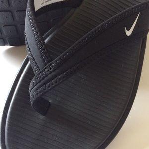Nike sandal black size 7 NWT